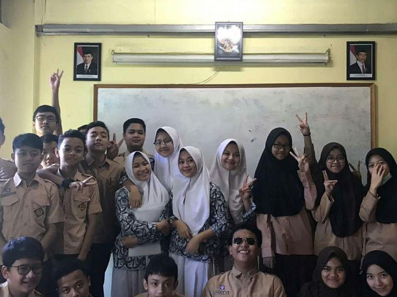 Siswa SMA Darul Hikam berkunjung ke SMP dan SD untuk melakukan penelitian langsung mengenai